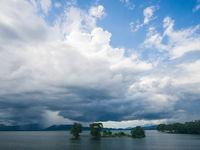 Udawalawe tijdens een korte stortbui. © Billy Herman