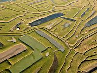 Een ruraal landschap, vanuit de lucht. Net een puzzel van klei. © Sebastian Vervenne
