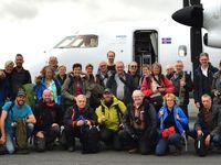 Een groepsfoto met de deelnemers, net aangekomen op de luchthaven in Groenland! © Yves Adams