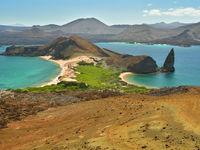 De gekste eilandvormen ontstonden door de tektoniek en lava werking. © Yves Adams