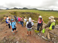 De groep tijdens een van de excursies op de eilanden. © Yves Adams