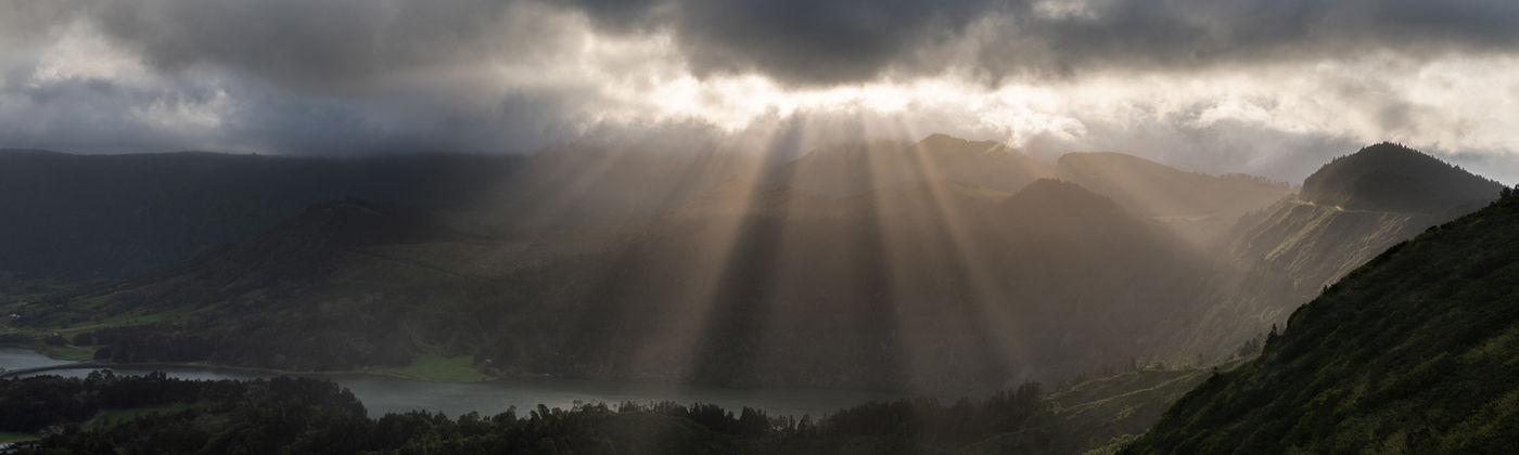 De zon breekt door het wolkendek. © Sebastian Vervenne / u-visualize
