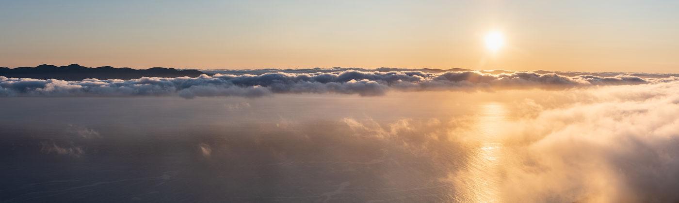 Lage wolken zorgen voor een spectaculair beeld boven de Azoren. © Sebastian Vervenne / u-visualize