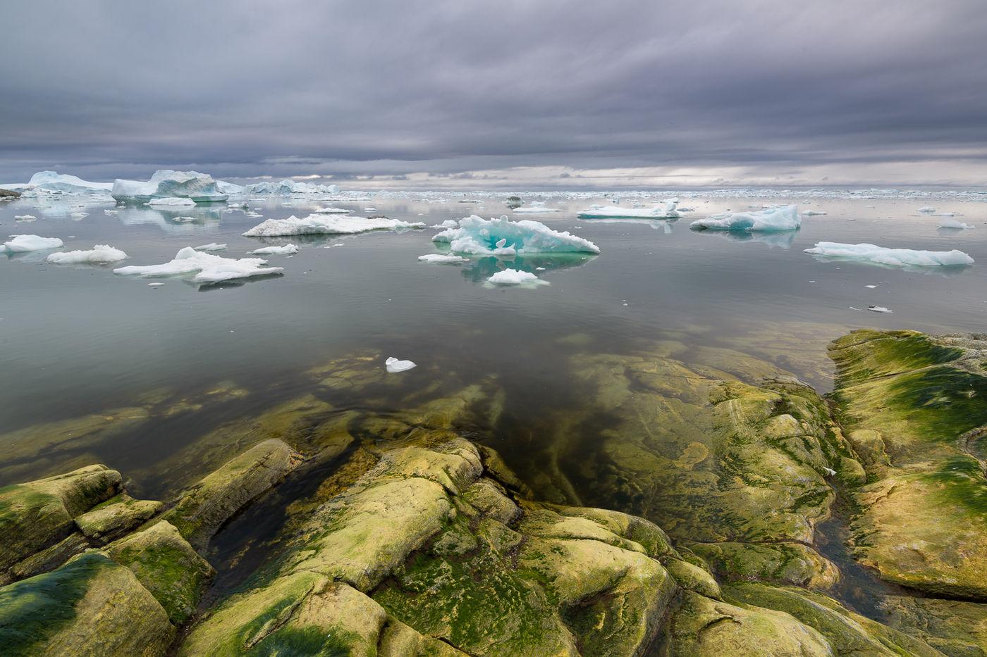 Donkere wolken zorgen voor extra contrasten tijdens het fotograferen van de kust. © Bart Heirweg