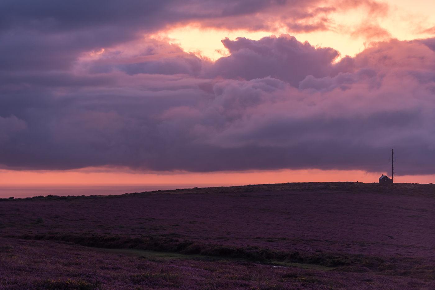 Een paarse avondlucht. © Sandy Spaenhoven