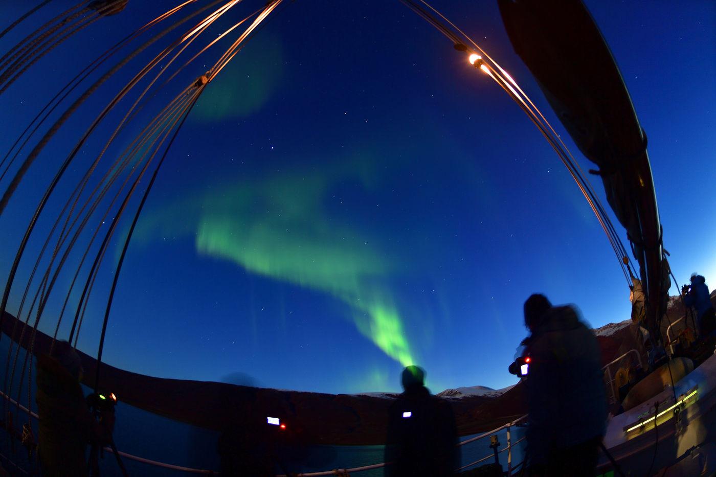 En 's avonds kunnen we dan genieten van het noorderlicht. © Yves Adams