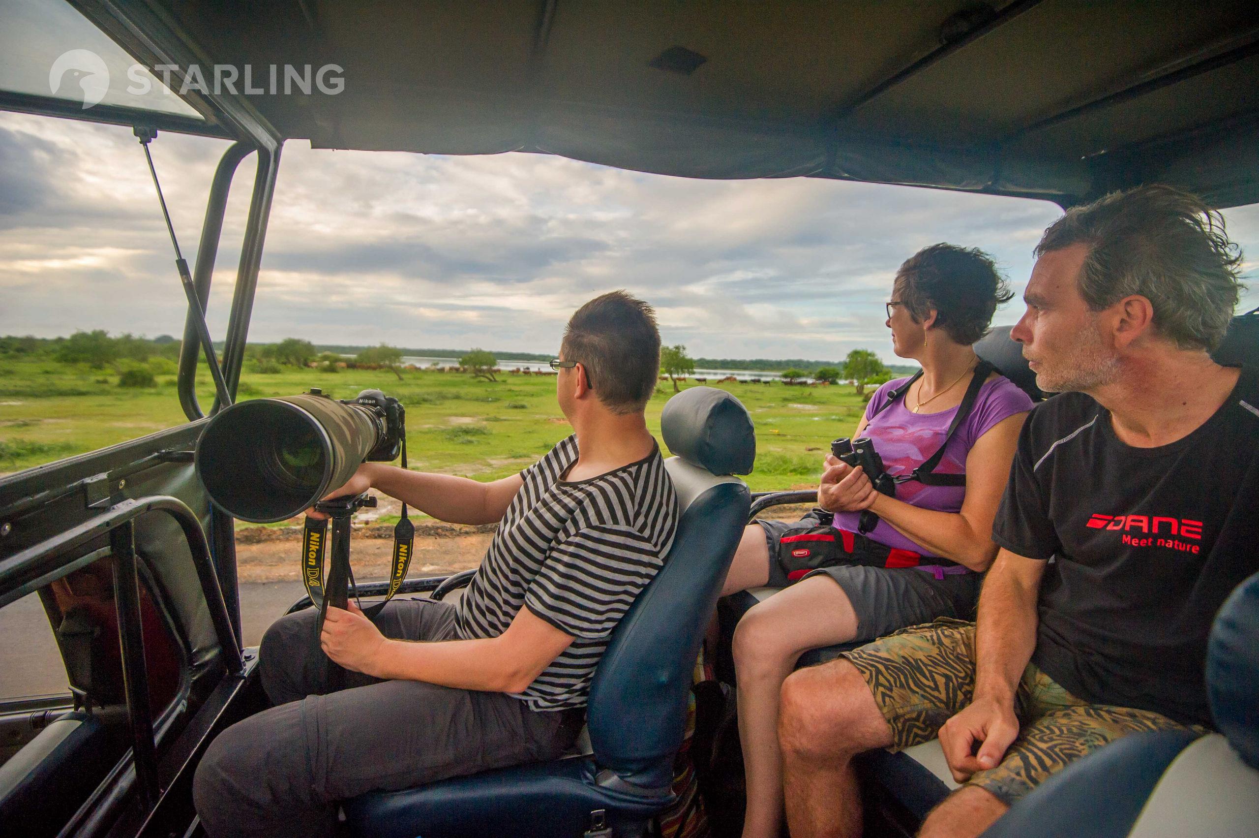 Een ruime safari-jeep is ideaal om de natuur te verkennen. © Billy Herman