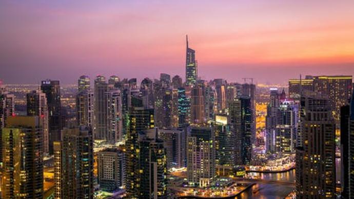 يتصف مناخ المملكة العربية السعودية بالتغير من منطقة لأخرى وذلك بسبب اختلاف