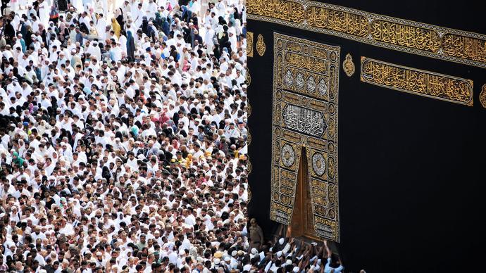 ما الذي يعد محور التنمية البشرية في الإسلام ؟