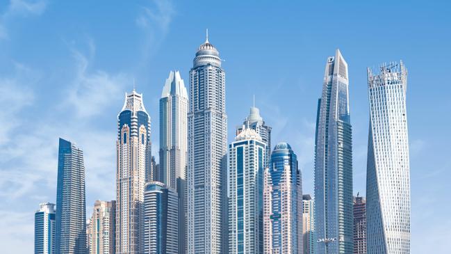 تم إكتشاف النفط بكميات تجارية في الإمارات لأول مرة عام - كراسة