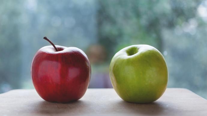 كم عدد السعرات الحرارية في التفاحة الواحدة