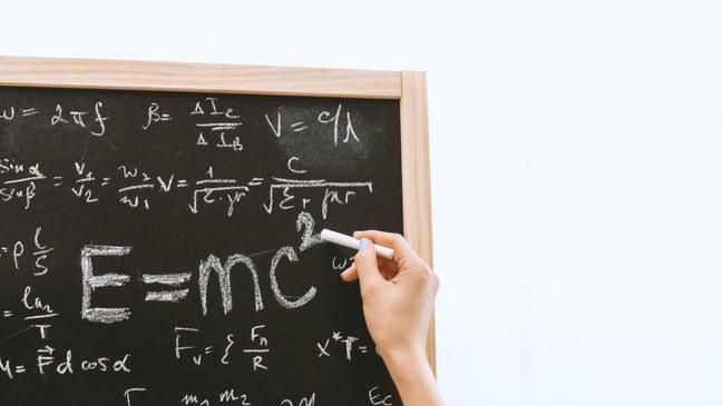 كيف تغيرت نظريات الفيزياء على مر السنين - كراسة