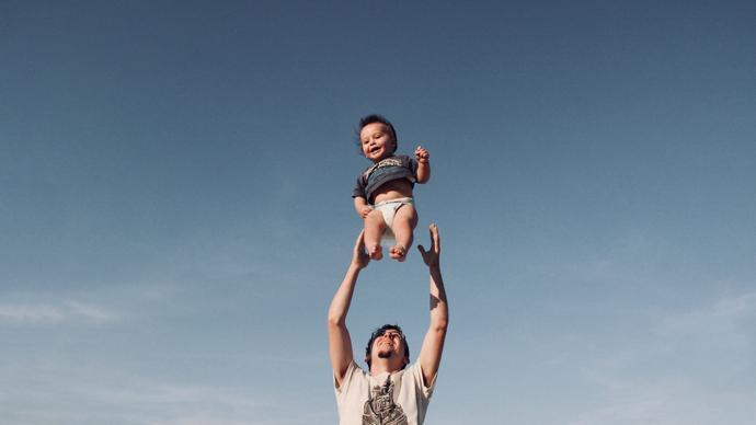 حوار بين شخصين قصير جدا عن بر الوالدين