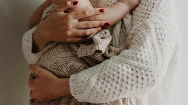 كيف تسهم الام في رقي المجتمع وتقدمه - كراسة