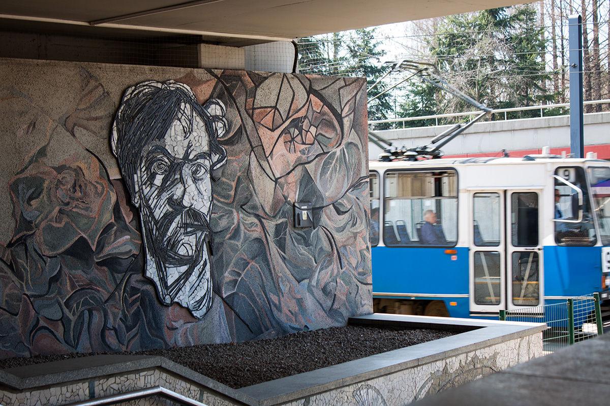 mozajka Wyspiański na rondzie mogilskim i najgorszy tramwaj w Krakowie (klasyk)