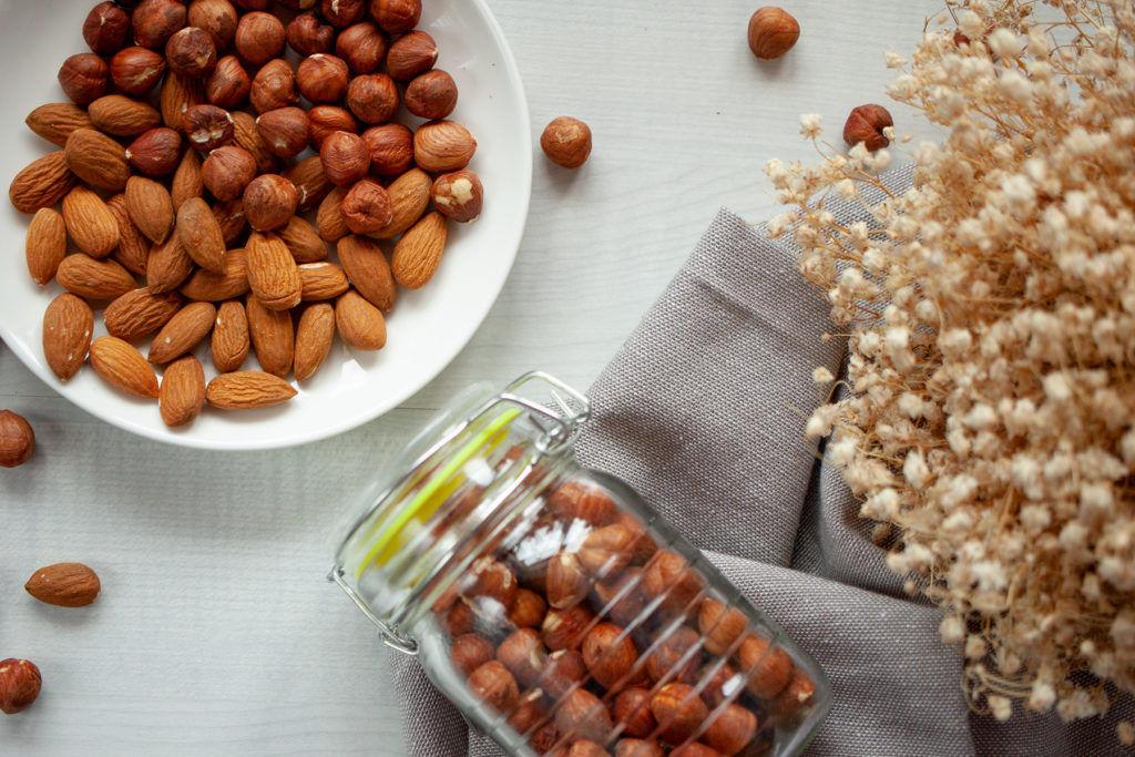 Orzechy laskowe i migdały, fotografia kulinarna