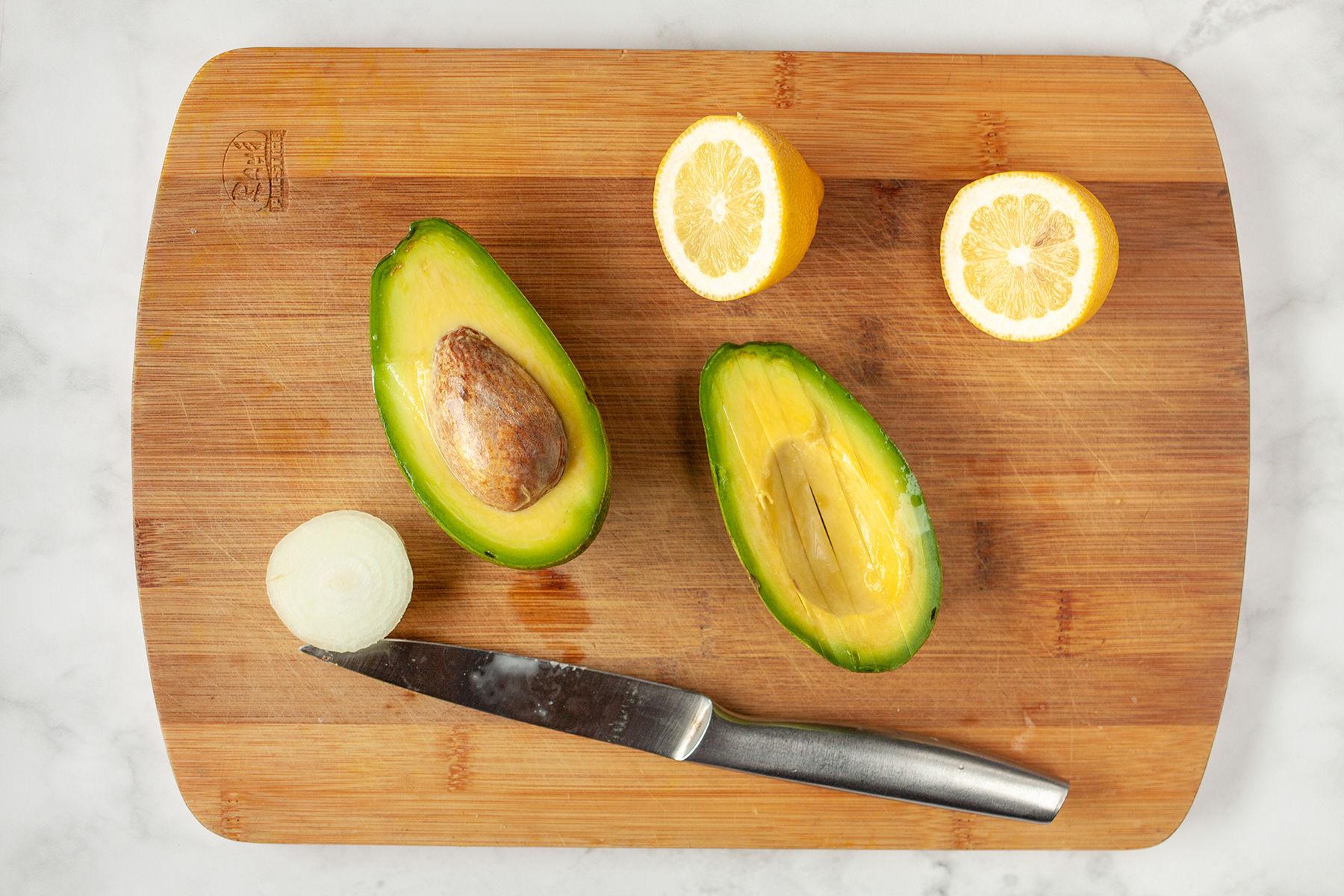 awokado, cebula, cytryna - składniki guacamole