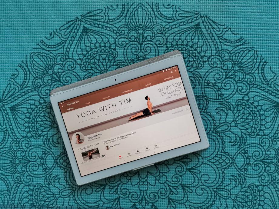 yoga with Tim, kanał na youtube polecany nie tylko na zimę
