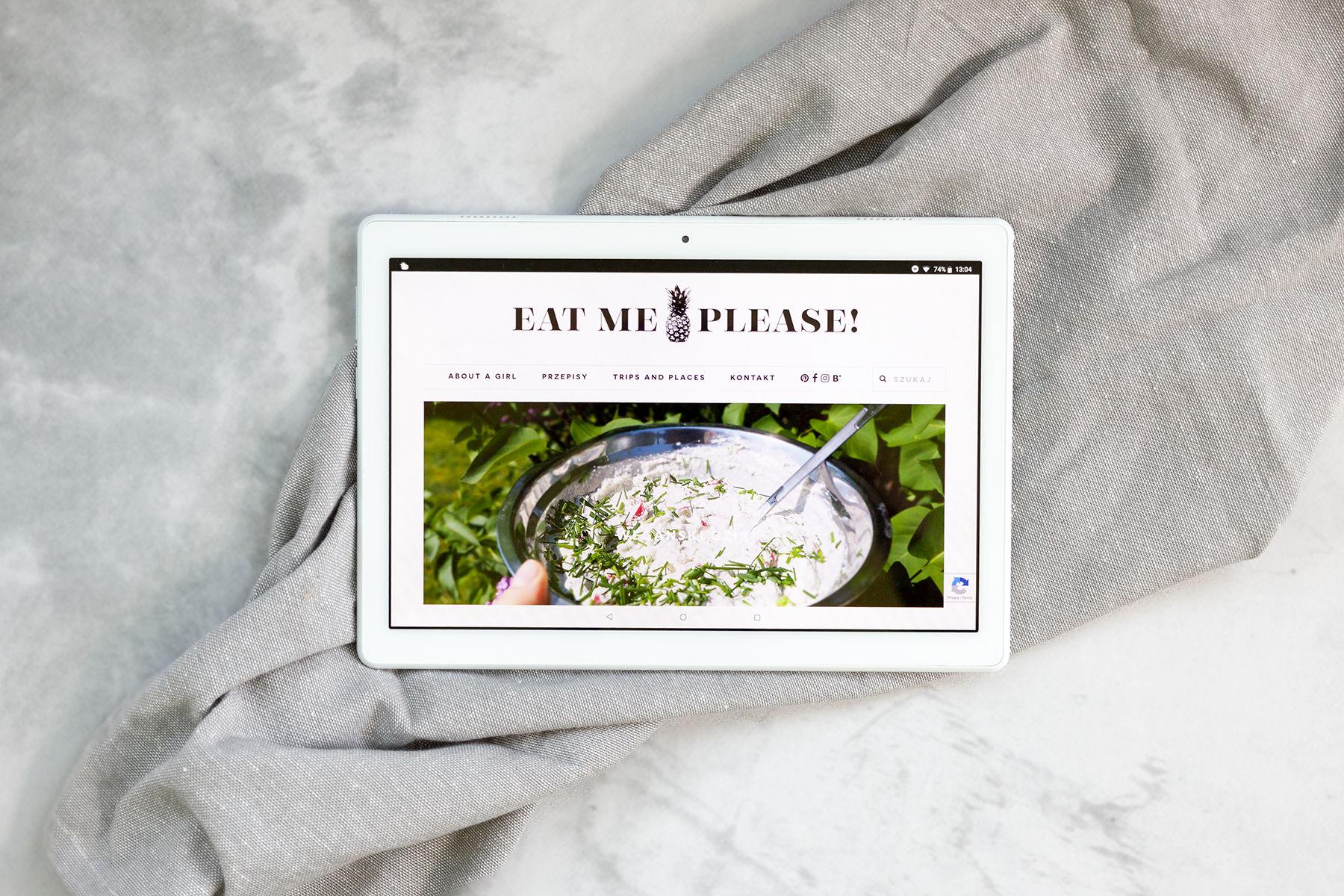 tablet z blogiem eat me please, wegańskie blogi
