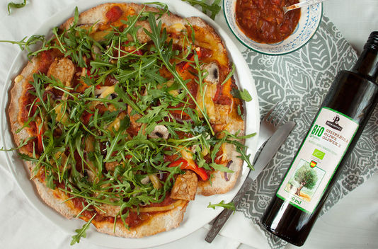 Vegan Pizza with rucola