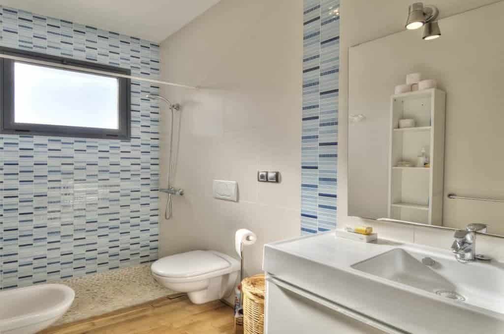 Small Bathroom Storage and Design Tips