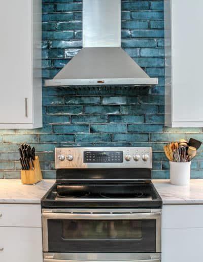 Kitchen Range and Range Hood backsplash tile
