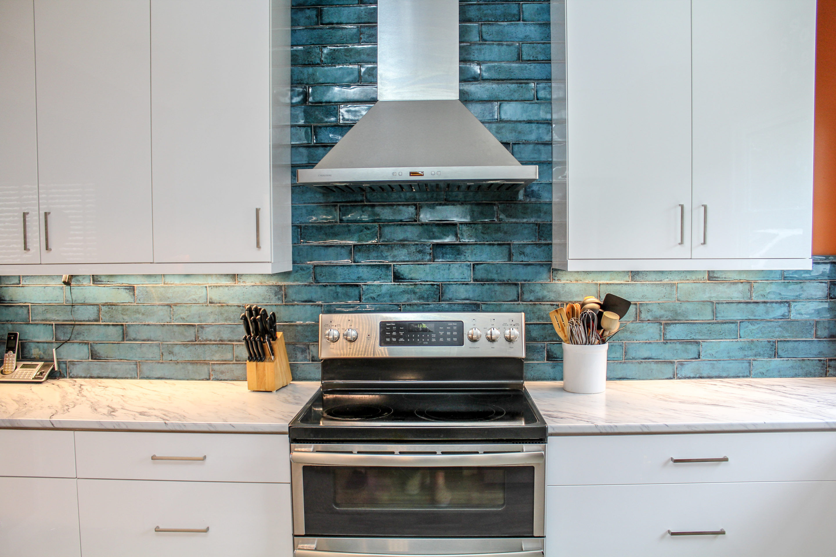 Kitchen Range and Range Hood backsplash tile