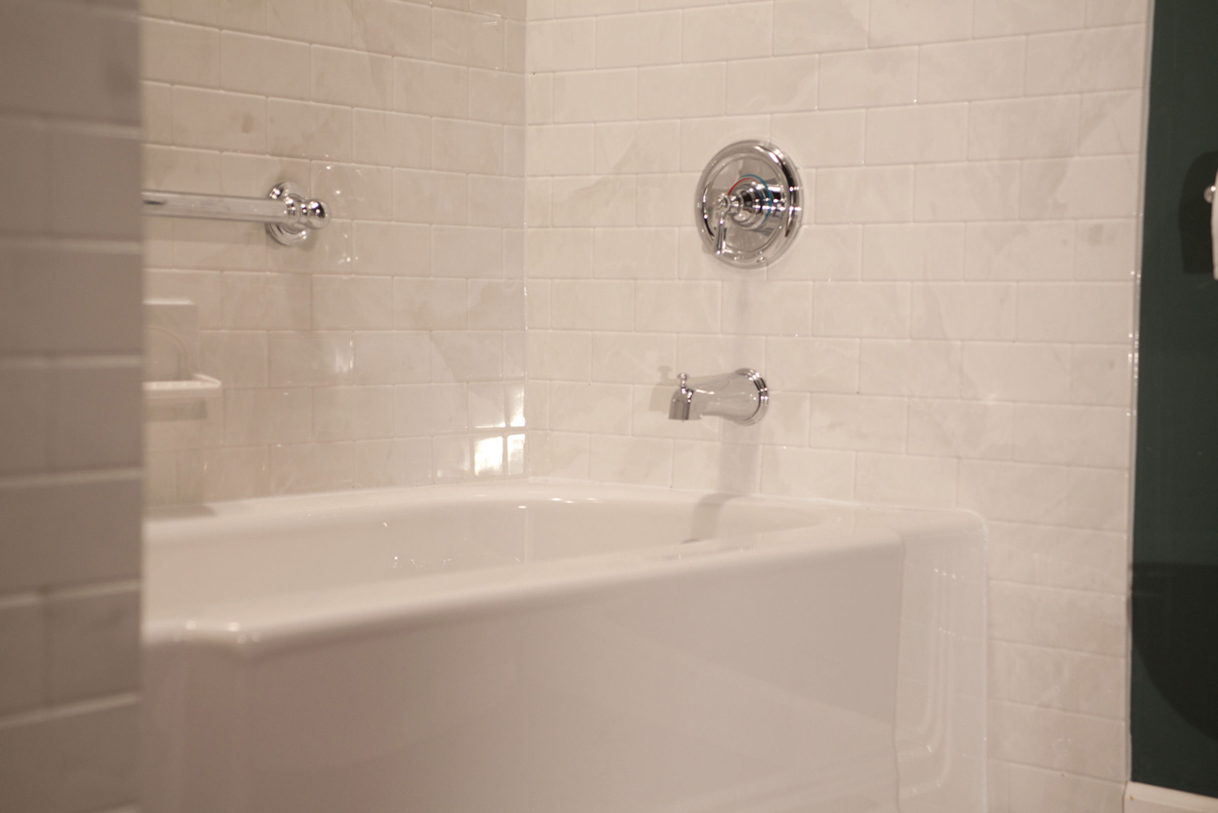Subway tile with Classic White Tub