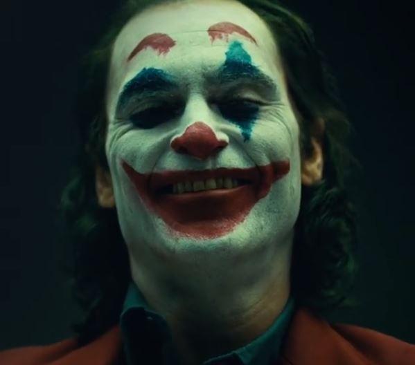 Coringa   Vídeo oficial mostra Joaquin Phoenix com visual do palhaço lunático; confira