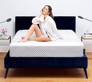 Girl reviewing the Leesa hybrid mattress
