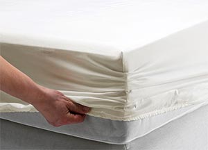 A fitted bottom sheet with hand