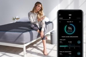 A lady using the pod by eight sleep app
