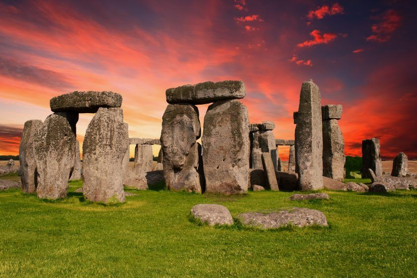 Virtual Visit to Stonehenge – An Immersive  360° Experience