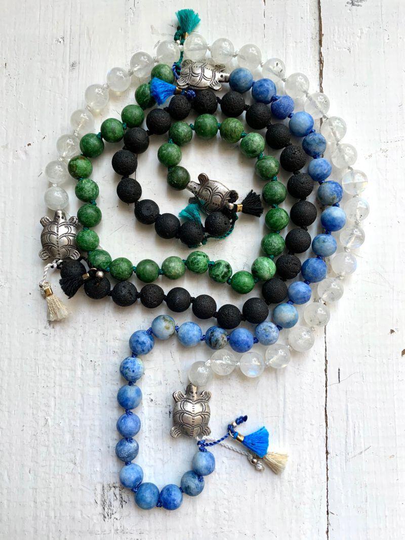 4 Elemente Mala zum Meditieren mit den 4 Elementen Erde, Wasser, Luft und Feuer, mit 4 Fäden geknüpft und 4 silbernen Schildkröten aus Balisilber