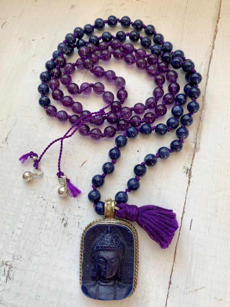 """Mala mit 108 Perlen """"'Deep Transformation"""" mit Amethyst, Sodalith und Buddhaanhänger aus Nepal, Glöckchen aus Hill Tribe Silber, beruhigt den Geist, sehr gut zum Meditieren"""