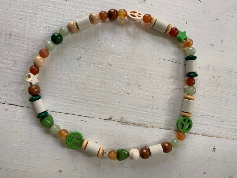 Antizecken-Halskette mit EM-Perlen, Jade und Carneol, wirkt stimmungsstabilisierend und stärkend