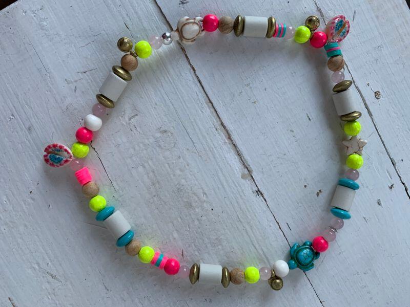 Antizecken-Halskette mit EM-Perlen, Rosenquarz, Sandelholz und Kaurimuscheln, wirkt ausgleichend und harmonisierend