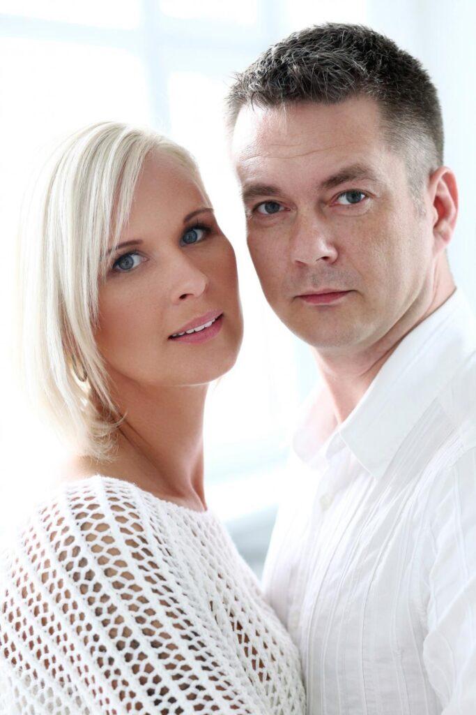 couple-looking-at-the-camera-Photoshoot-idea