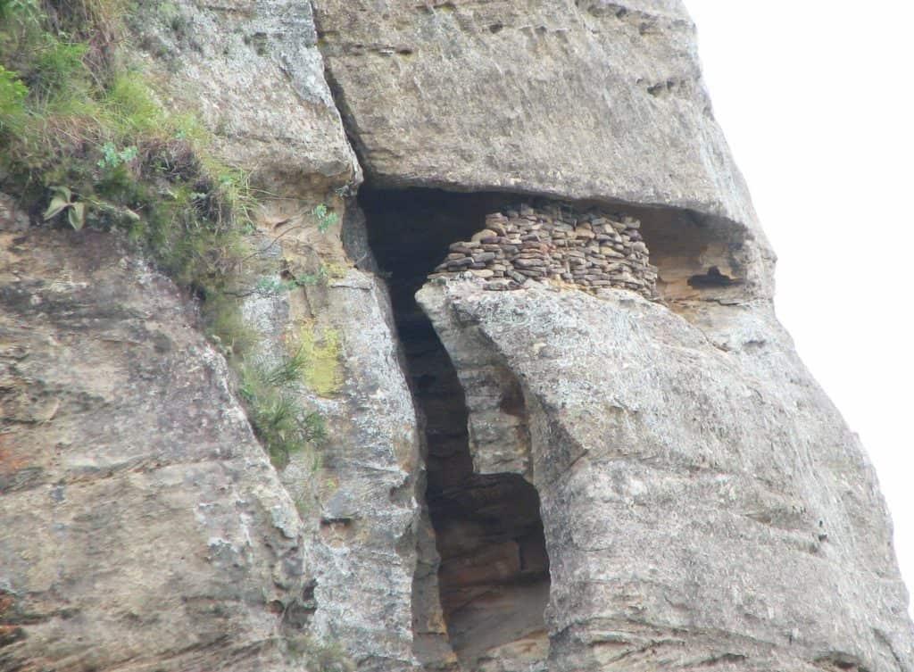 สุสาน สถานที่เก็บโลงศพของชนเผ่าบารา