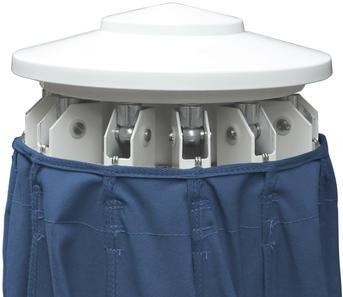 Blauer geschlossener Schirm mit weißer Kunststoffabdeckung