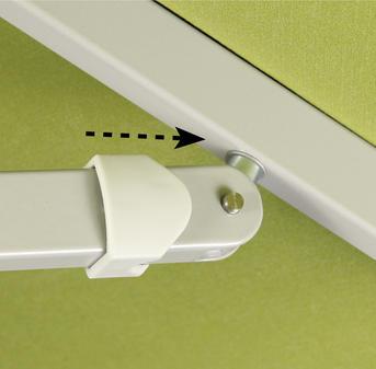 Beige Schirmdach mit weißem Gestell aus Aluminium im Detail