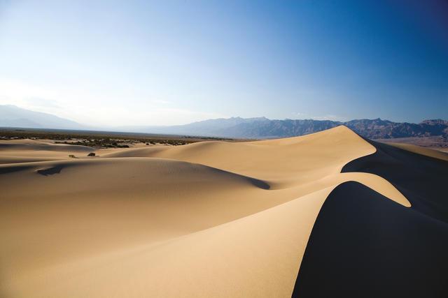 Wüste mit blauem Himmel