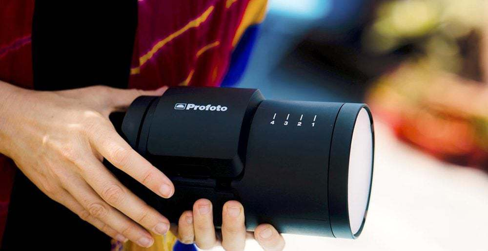 profoto b10 in hands