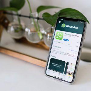 Smartphone with Whatsapp: Smartphone