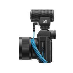 Sennheiser MKE 200 mounted on Camera