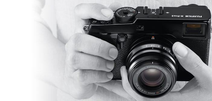 Fuji X-Pro 2 in hands