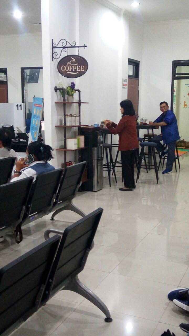 cafe gratis kantor imigrasi