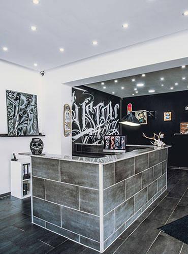 Piercing Studio von der Innenansicht.
