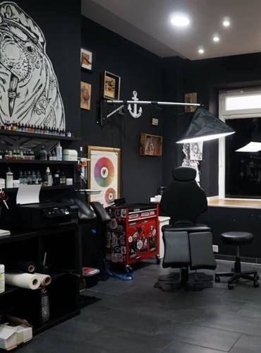 Abgetrenter Arbeitsplaz für Tattooartist
