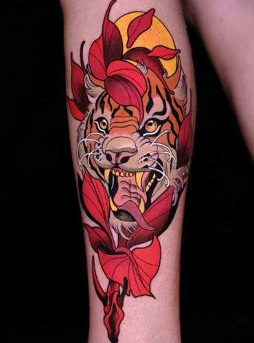 Qualitative Tiger Tattoo im Illustrativen look mit Farbe und Kontor.